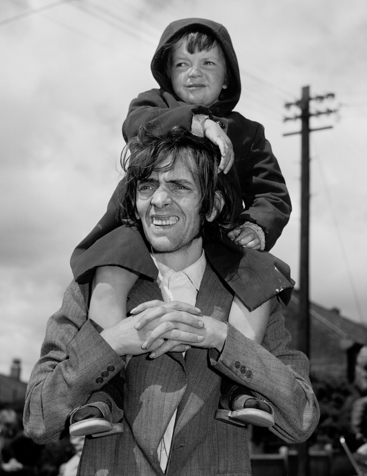 Father and son Watching a Parade, 1980. Chris Killip